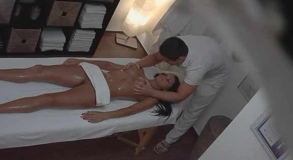 Hottie Gets Fucked After A Sexy Massage